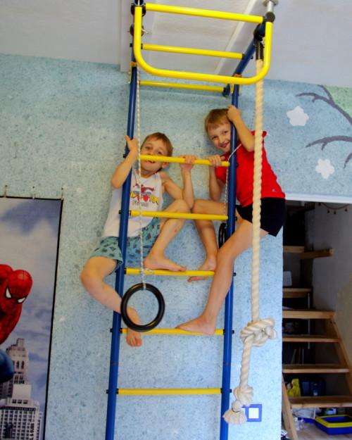 Шведская стенка в детской
